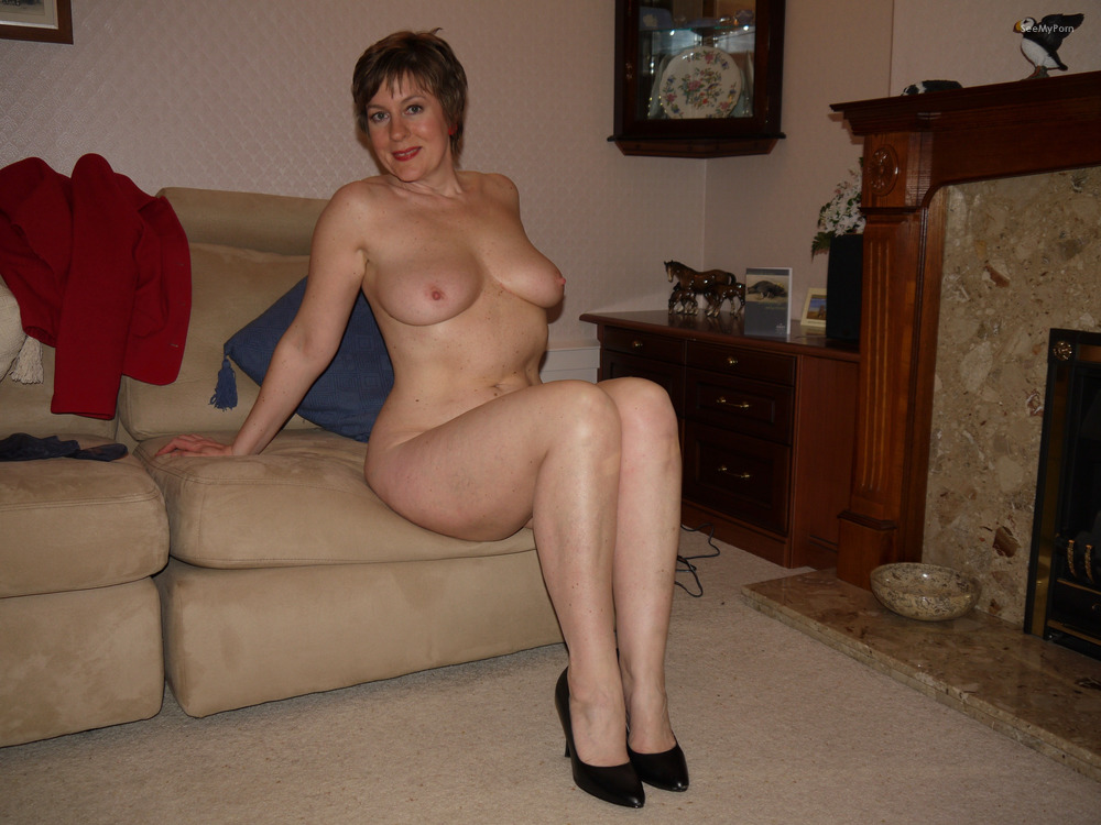 nude posing Mature housewives