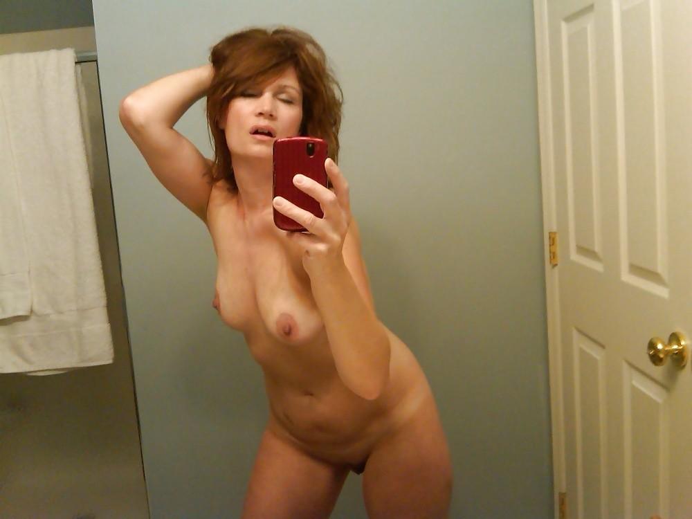 Nackt Cougar Selfies