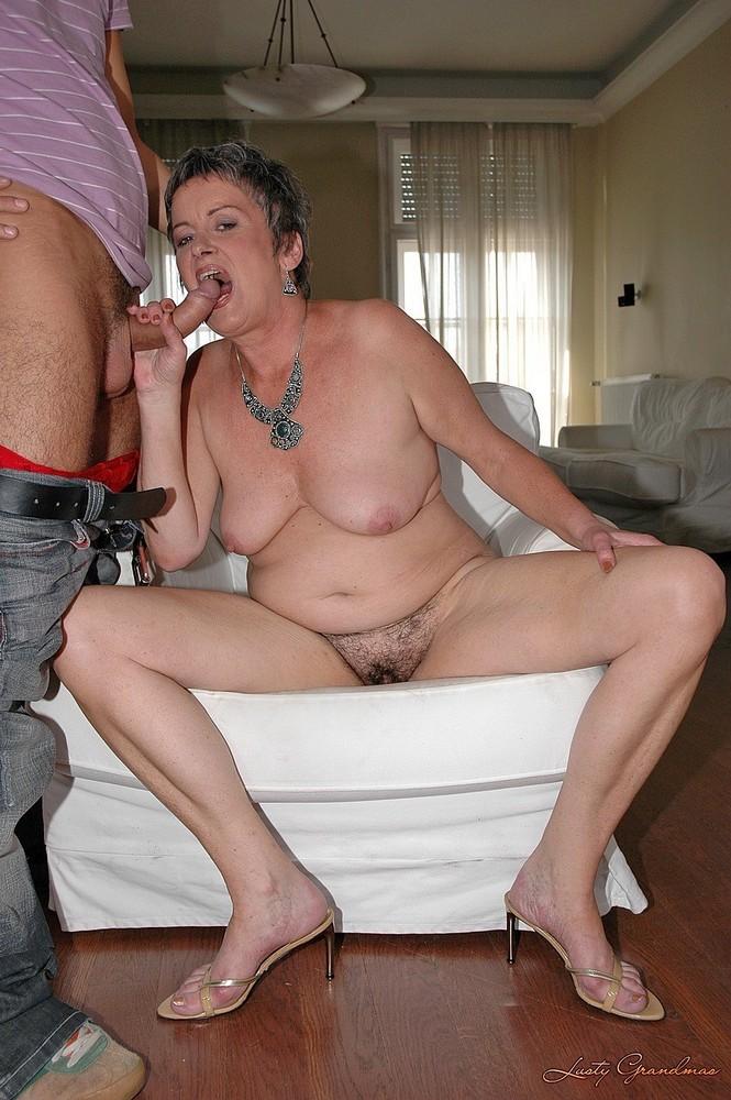 женщина трахает своего сына фото