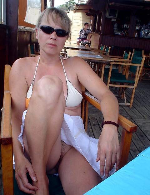 mom pool naked Amateur