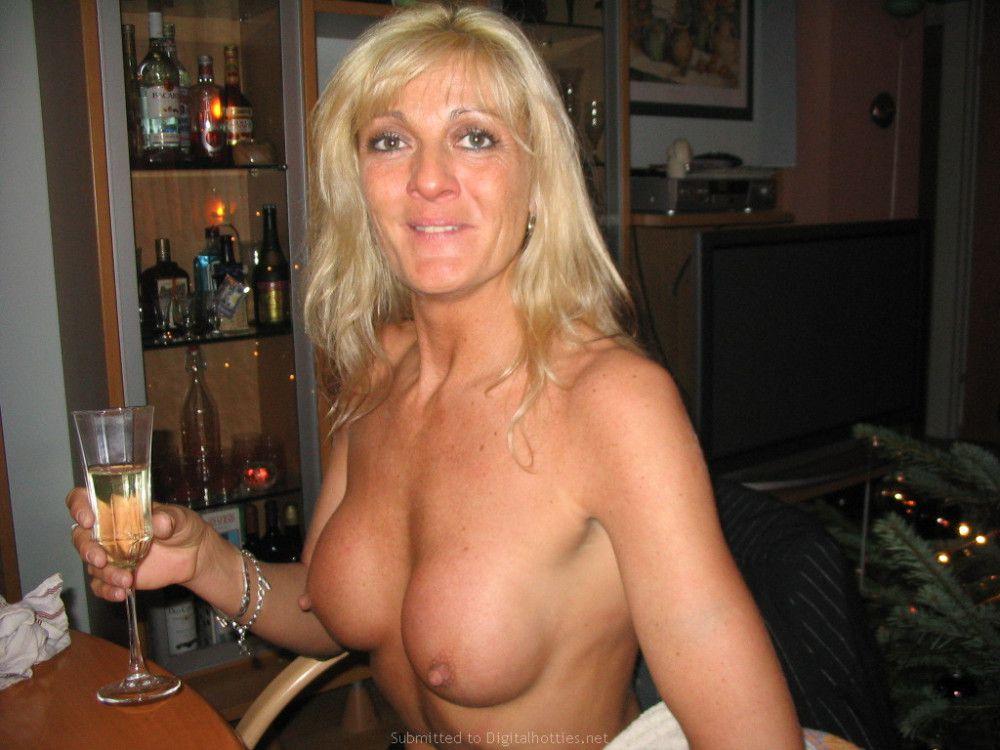 nude blonde milfs
