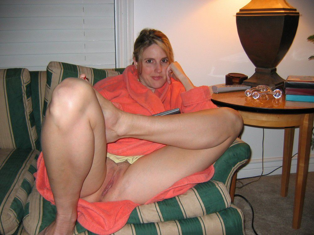 Your mom naked without panties. Full-size picture #5