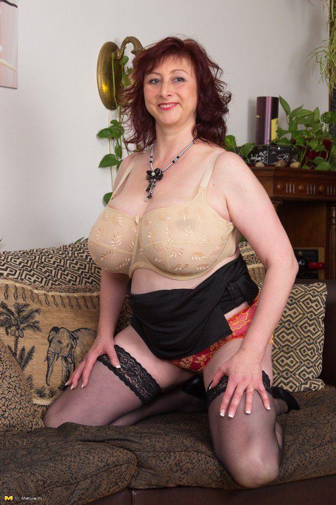 naked skinny milfs with big boobs