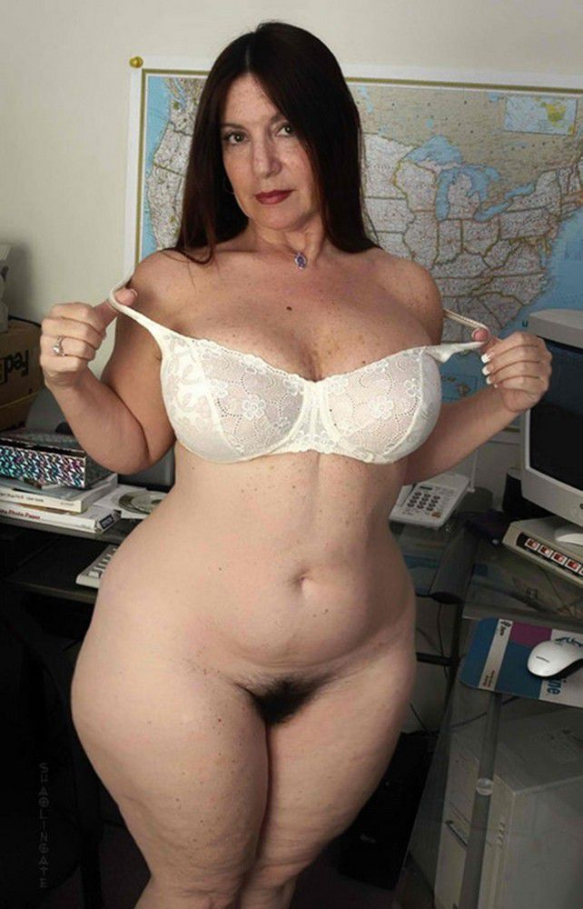 This curvy milf is definitely all about the booty 7