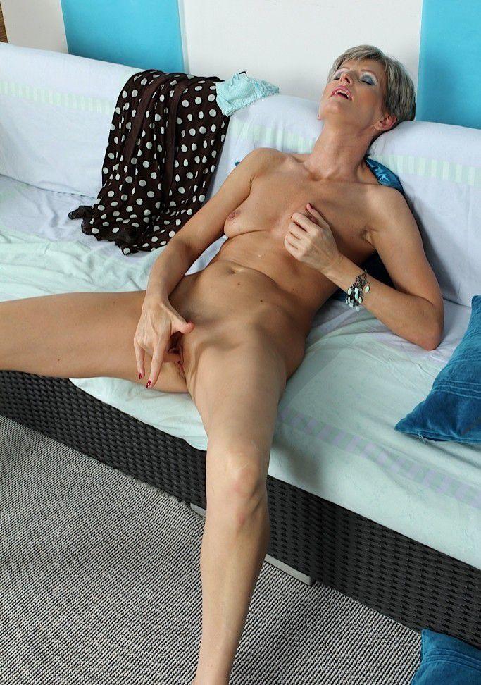 hot ladies getting naked № 48377