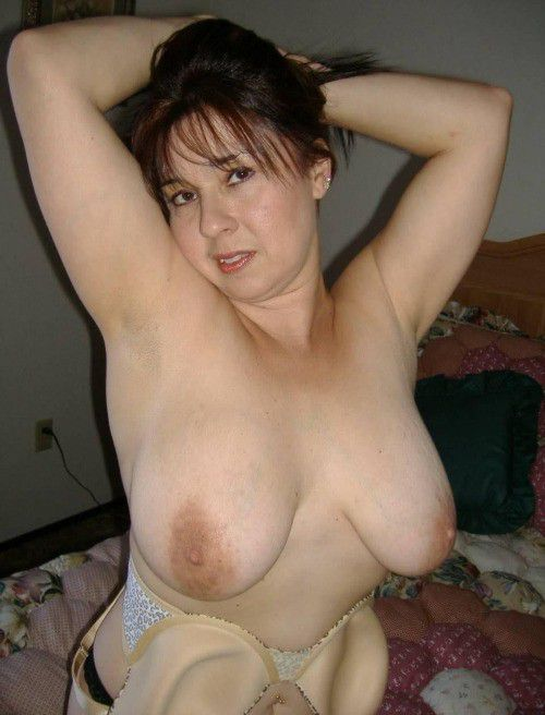 Big tit horny mom