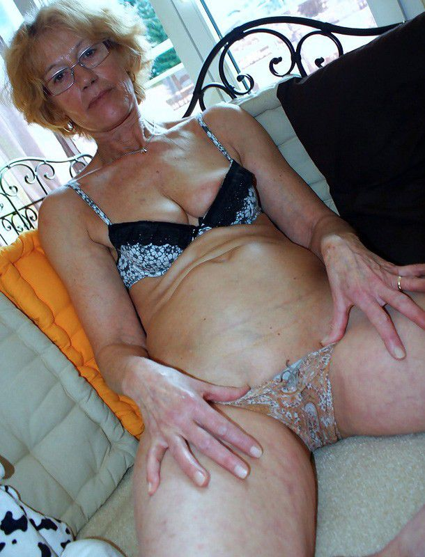 And grandmother sex softcore suce bien