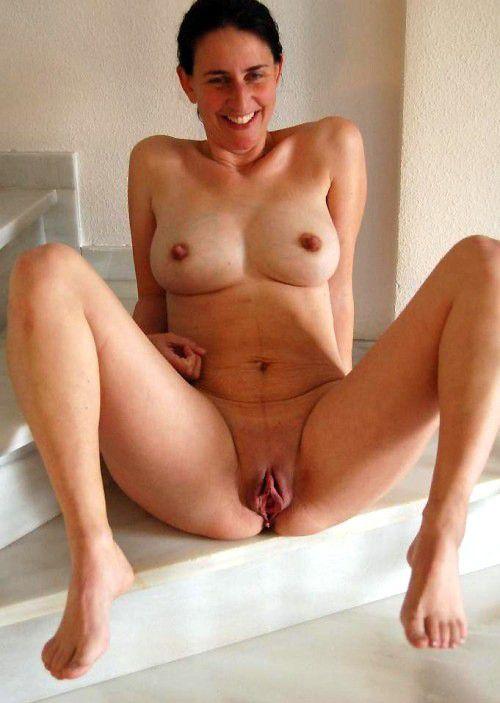 Brunette mature pussy