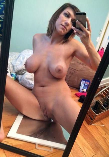 Pure mature milf showing her wet shave nude pussy and ...