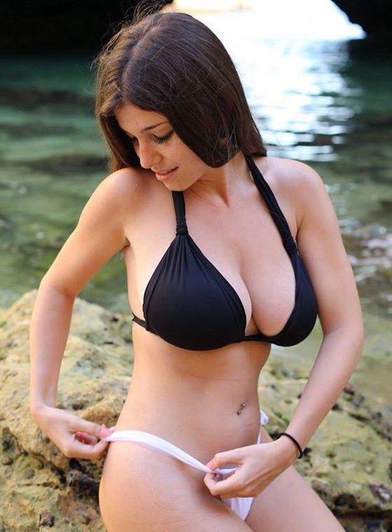 Chubby Brunette Big Tits
