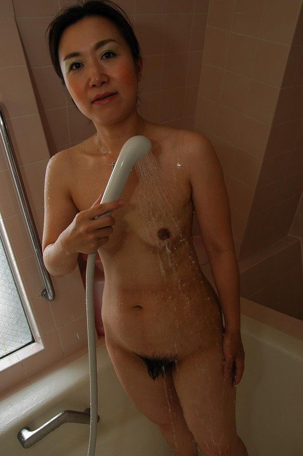 naked Asian amateur mature