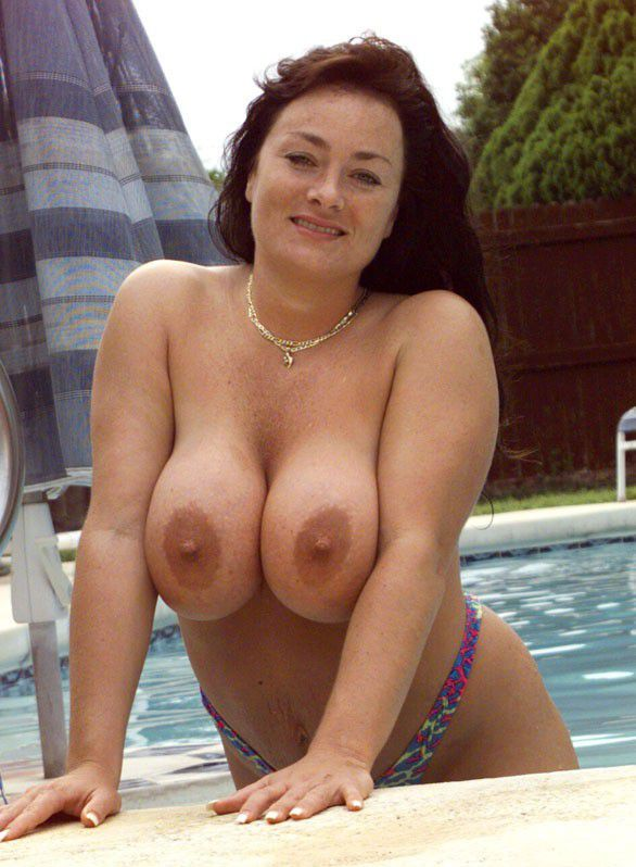 What Amateur mom nude pool will
