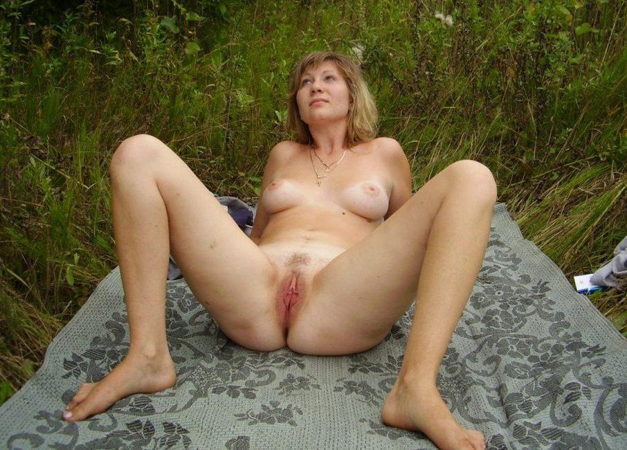 Spreading mature sex