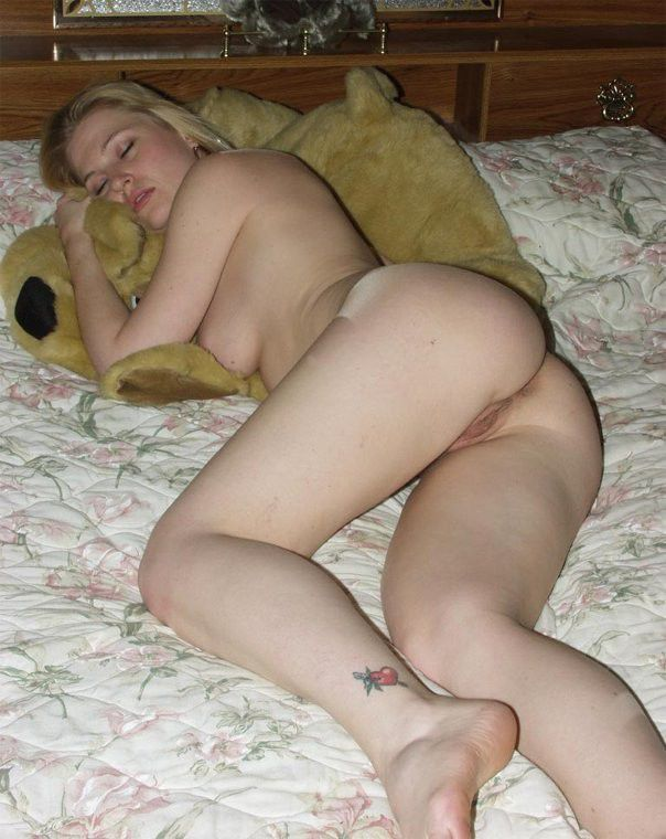 Sleeping hot nude girlfriend
