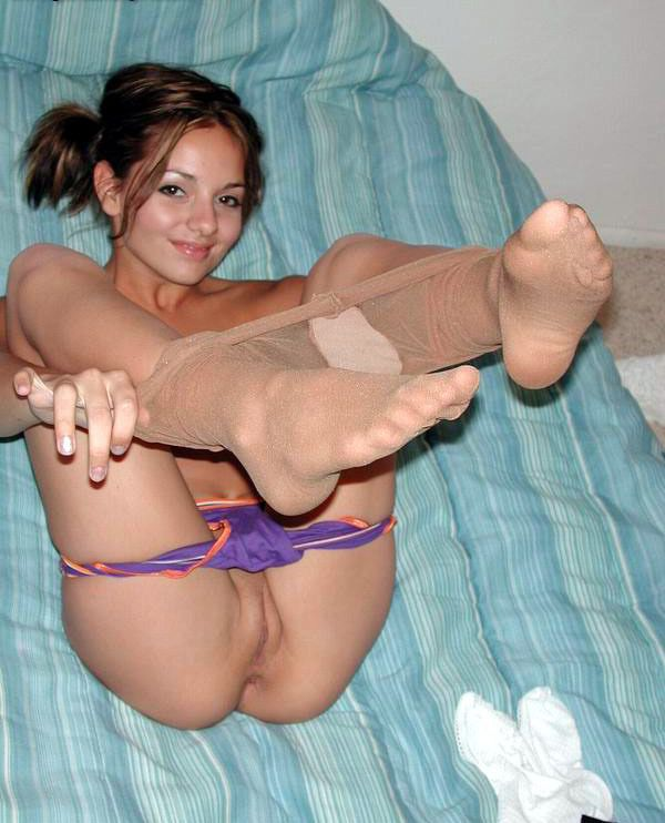 Milf grinding her large clit